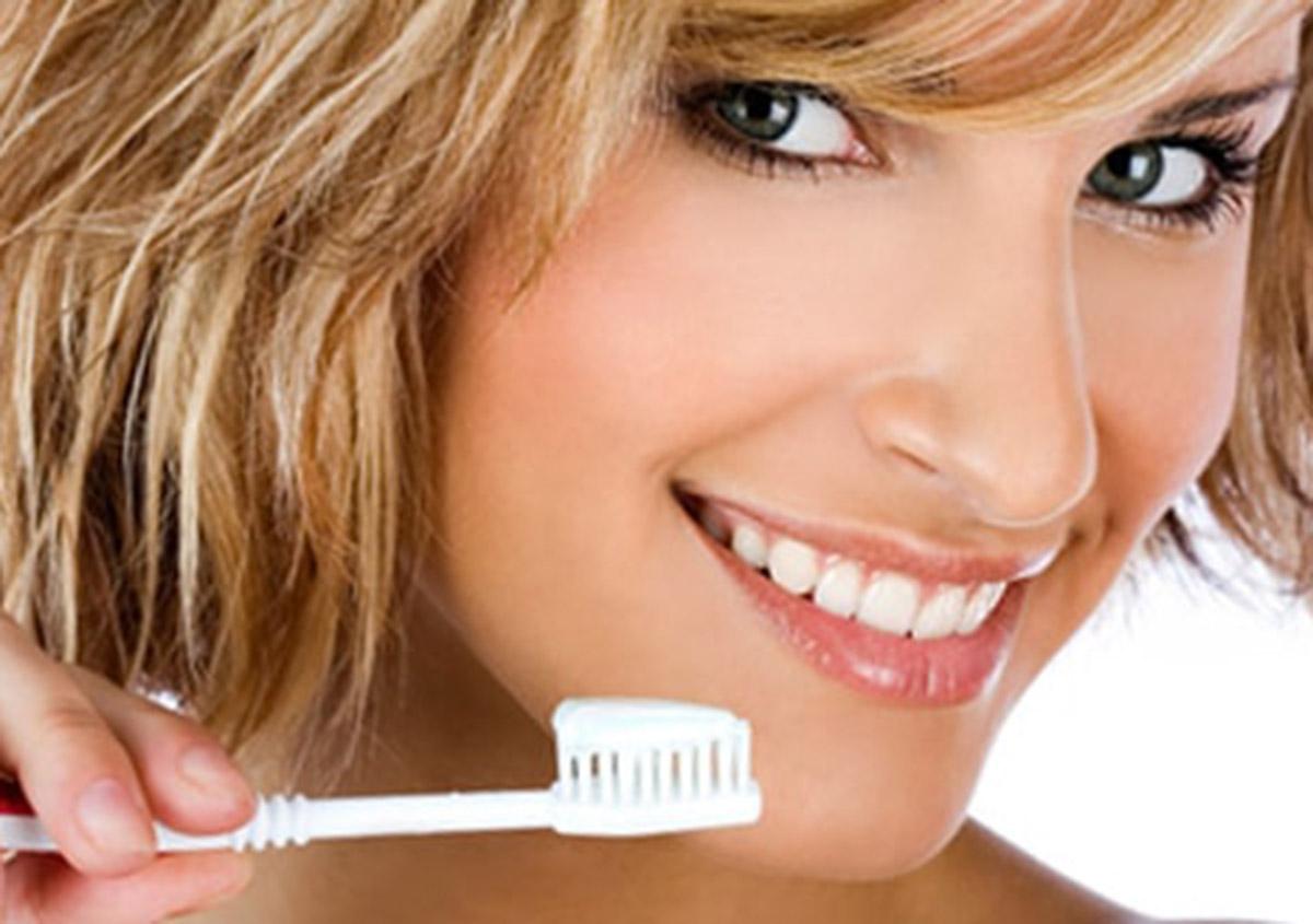 Garland dentist Dr. Vidya Suri provides take-home teeth whitening
